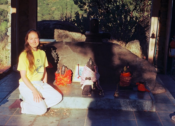 Shakti Penelope received her yoga teaching certification after a 4 week full-immersion course at the Sivananda Ashram Yoga Farm in Grass Valley, California.